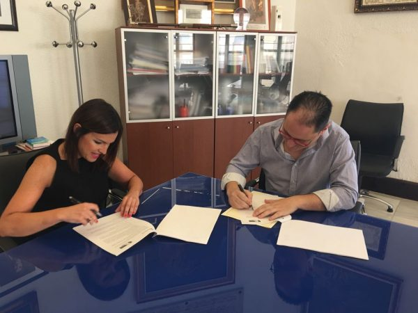Comercio firma convenio con el Ayuntamiento de Puente Genil